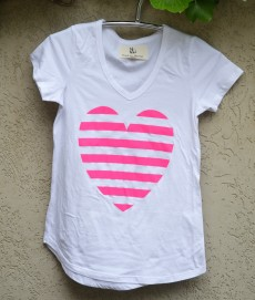 T'shirt white bright pink heart