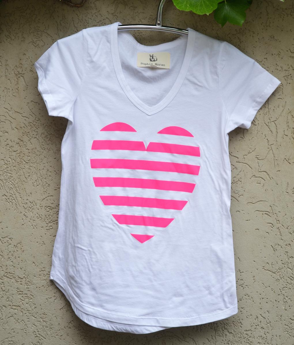 T'shirt white bright pink heart